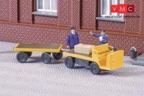 Auhagen 43659 Balkancar elektromos targonca (kofferkuli) utánfutóval, sárga (TT)