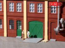 Auhagen 80250 Gyárkapuk és ajtók zöld színben, lépcsőfokok és rámpák
