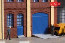 Auhagen 80255 Gyárkapuk és ajtók kék színben, lépcsőfokok és rámpák (H0)