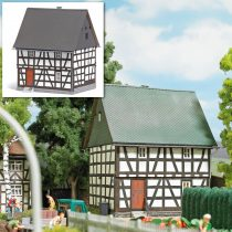 Busch 1651 Favázas emeletes lakóház, Ahlbach - LC (H0)