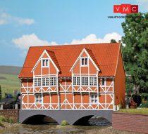 Busch 1656 Favázas emeletes lakóház patak fölé, Wismar - LC (H0)