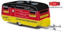 Busch 44962 Tabbert lakókocsi, Fußball-Fan (H0)