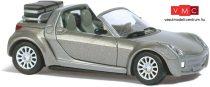 Busch 49302 Smart Roadster (2003) Traveller, bőröndökkel, metál színben (H0)