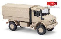 Busch 51020 Unimog U 5023 ponyvás katonai teherautó, homokszínben (H0)