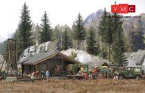 Busch 6042 Erdei kunyhó, kiegészítőkkel (H0)