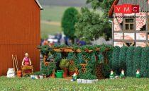Busch 7873 A kertben - pergolával és kertitörpékkel (H0)