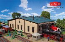Faller 120277 Körfűtőház, kiegészítő épületekkel és tartozékokkal (H0)