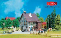 Faller 130280 Falusi emeletes családi ház gólyafészekkel