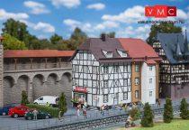 Faller 191711 Favázas emeletes gyógyszertár, Burg Apotheke (H0)