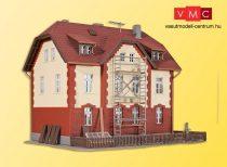 Kibri 39315 Vasúti lakóház melléképülettel