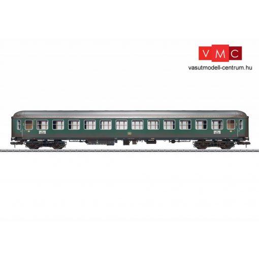 Märklin 58027 Személykocsi, négytengelyes B4üm-61, 2. osztály, DB (E3) (1) - gyárilag koszolt