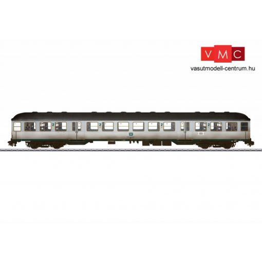 Märklin 58435 Személykocsi, négytengelyes Silberling típus, 2. osztály, DB (E4) (1)