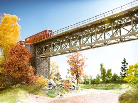 Noch 62910 Vasúti alsórácsos acélhíd pillérekkel - Laser-Cut (TT)