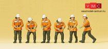Preiser 10242 Tűzoltók oltás közben, egyenruhában (H0)