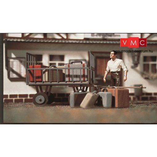 Vollmer 1228 Állomási poggyászkocsi bőröndökkel (G)