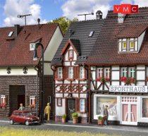 Vollmer 3673 Városi emeletes favázas sorház, Bahnhofstrasse 17 (H0)
