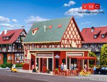 Vollmer 3681 Favázas emeletes lakóház, Luigi's pizzéria pergolával, világítással és be