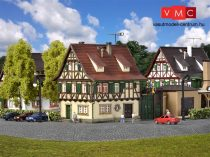 Vollmer 7731 Favázas fogadó, kapuval, világítással - Zur Glocke (N)